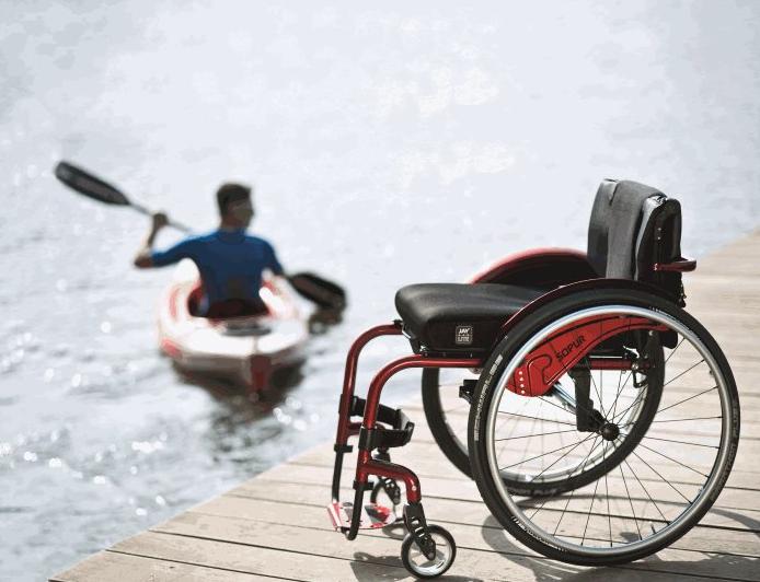 Rollstuhl Sopur Argon² Adaptivrollstühle Aktiv leben heißt: Mit Leib und Seele dabei sein. Mobil sein! Unsere Aktivrollstühle der Marke Sopur lassen sich optimal an die Anforderungen des Nutzers anpassen.