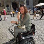 Rollstuhlfahrerin 1