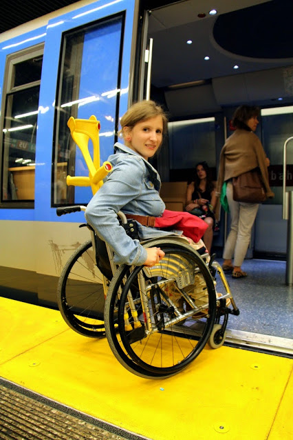 Gelbe Bahnsteigrampen erleichtern am Münchner Hauptbahnhof ...