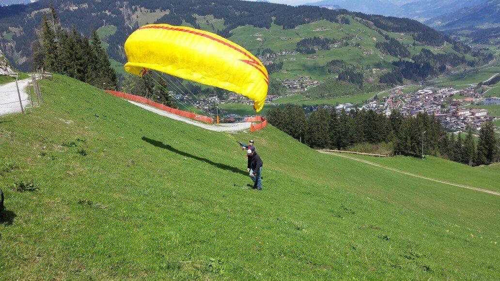 Bräuwirt Gidi Paragleiter Kirchberg Tirol
